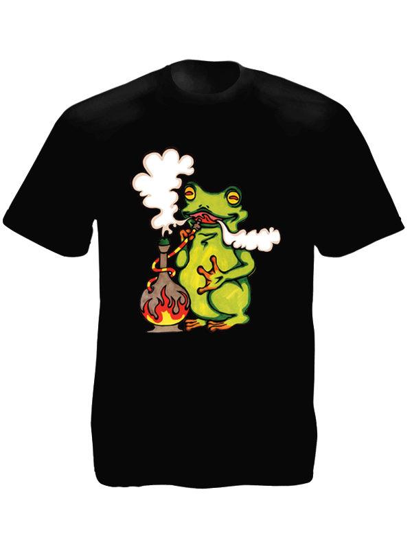 T-Shirt Noir Fantaisie Grenouille Verte Fumant du Cannabis au Narguilé